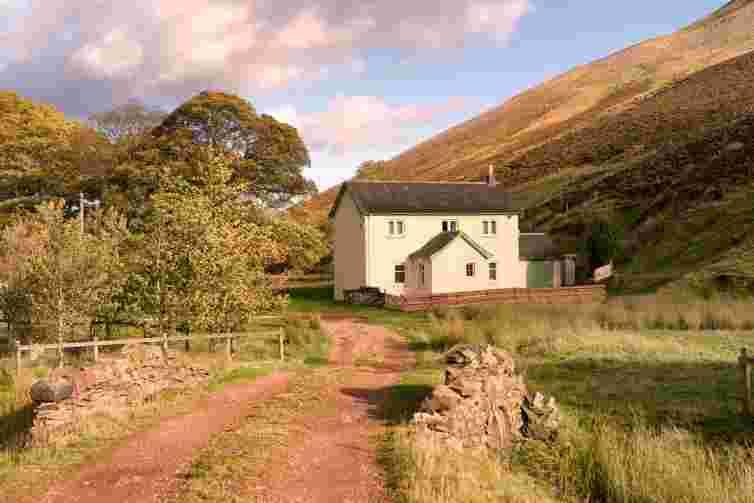 Howe cottage Flotterstone, cottage with farm track, scotland, Pentland hills